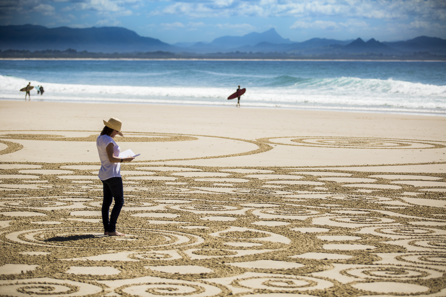 http://byronwritersfestival.com/wp-content/uploads/2016/05/Byron-Writers-Festival-Sand-Art-by-Craig-Gascoigne-Photo-by-Evan-Malcolm-8-copy.jpg